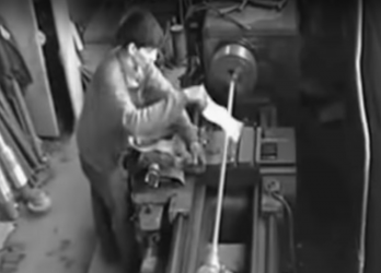 Elini torna makinasına kaptıran işçi